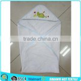 2015 Wholesale 100% cotton white color plain weave baby hooded towel with animal logo embroidery