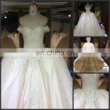 Embroidered lace sleeveless wedding dress bride Real sample heavy beaded cathedral train royal wedding dress 2016