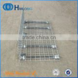 Snap-in metal wire mesh shelf dividers for wire mesh decking