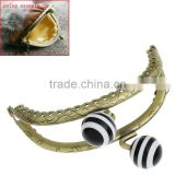 Fashion Antique Bronze Black & White Resin Ball Flower Metal Frame Kiss Clasp Arch For Purse Bag