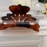 Chinese professional hair accessories supplier plastic clear brown flower hair claw clip