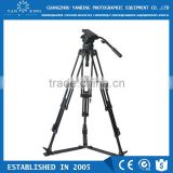 Factory supply professional carbon fiber camcorder video tripod with fluid head and handle