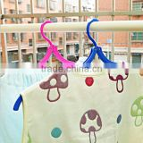 OEM new prehensile plastic hanger/wholesale plastic hanger for baby cloth/custom prehensile hanger for baby cloth