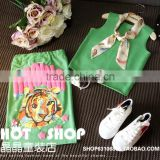 Popular Fashion Green Printing Animal Soft Cotton Girls Vest and Skirt Suit, Children Clothing Set