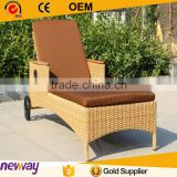 New Arrival Rattan Sun Lounger with Wheel Embossed Skid Resistant Garden Furniture Chaise Lounger