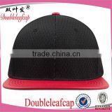 Alibaba Hot Wholesale Flat Artificial Leather Bill Breathable Material 6 Panel Cap Plastic Snapback Cap