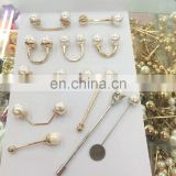 Fashion metal garment accesories pearl on collar horseshoe pearl on clothing