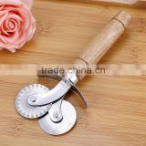 New factory direct practical wooden handle stainless steel pizza cutter pizza wheel cutter knife lace