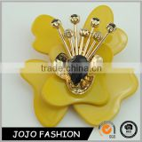 Competitive price at high quality plastic flower resin yellow cubic brooches