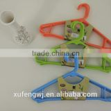 5pcs/bundle Xufeng Color plastic Fashion cheap hanger for wet cloth 1068