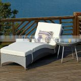 fashion PE rattan lounger daybed with wheels/sun chaise bed patio rattan furniture
