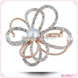 Korean style China wholesale rhinestone pearl flower brooch for wedding invitations                                                                         Quality Choice