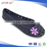 New style design with cute flower decoration girls and ladies black flat eva shoes clog style slippers
