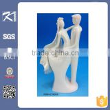 2015The newest design porcelain wedding couple figurine