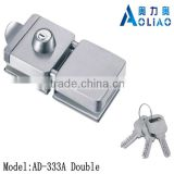 High quality tempered frameless SS or polish finish double glass door lock for double door in glass