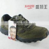 Hot sales men climbing shoes in stock brands 9007 army green