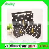 2015 fashion gold stamped paper packing bag for clothes with paper bottom