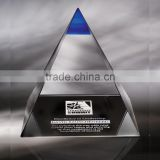 Wholesale custom design blank clear crystal glass pyramid with customized logo for office desk paperweight