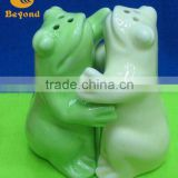 Factory unique ceramic condiment set color animal shaped hugging salt and pepper shakers