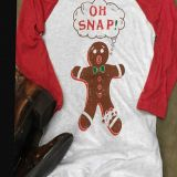 A gingerbread printed shoulder-sleeve T-shirt