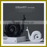 New Products Handmade ceramic Home Deco Furniture With White Snail Lover Folk Arts And Crafts