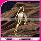 fashion gold zircon white pearl crane brooch pin