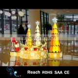 hot sale beautiful Christmas scene decoration with golden metal christmas tree indoor display