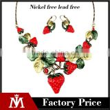 2016 Hot selling cheap fruit jewelry set resin statement strawberry necklace and cuff earrings