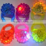 lot LED Light Strawberry Flashing Finger Ring, Elastic Rubber Ring, Event Party Supplies Glow Toys