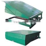 Fixed goods loading and truck unloading ramp equipment