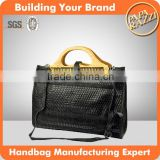 82125 woven leather bag wooden handle handbag bolsa tejida