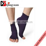 Latest style non-skid anti-slip five toe black cotton yoga socks