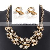Gold plating stud earring and necklace imitation pearl fashional jewelry set decorated with rhinestone