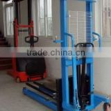 Manual hand hydraulic stacker