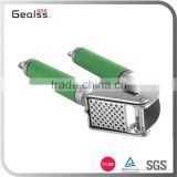 Amazon Hot Sell Cooking Tool Colorful Rubble Coated Handle Garlic Press with Silicon Peeler