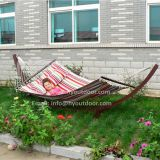 Hammock with spread rod