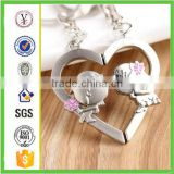 factory custom-made handmade carved fashion boy and girl kissing magnetic couple key chain