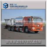 HOWO 6X4 bitumen sprayer tank truck with road synchronous chip sealer Asphalt pitch bestrid trucks