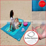Cheap Portable Sand Free Mat Beach Blanket Quick Sand Mat HDPE Plastic(200x250cm) With Aluminum D-ring and Stakes Anti-rust