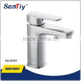 China New Single handle wall mount kitchen faucet with spray 82301