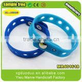 Wholesale customized relief embossed silicone rubber bracelet / bangle / band / wristband