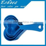 Plastic heart shaped measuring spoon set