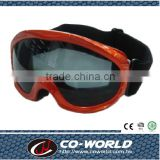 Red ski goggles, a popular children's ski goggles, made in Taiwan