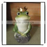 Desk top outdoor garden animal decoration green frog on a rock with a gold crown