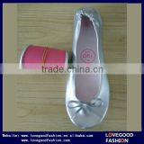 High Quality Women's Roll Up Folding Flat Ballerina Shoes with Pink Sole and Silver Upper