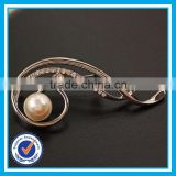 Factory price pearl brooch for wedding invitations cheap brooches in bulk for women