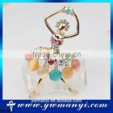 Wholesale latest jewelry manufacturer china direct pins wedding brooch metal brooch with dancing girl B0009
