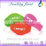 New Promotion RFID Volleyball Bracelet Basketball Wristband Fitness Sports Silicone Bracelet Supplier