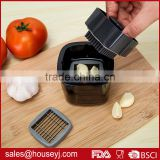 double function garlic press garlic chopper garlic crusher with sharp stainless steel blade and plastic tontainer