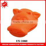 Hot sale custom animal shape cow silicone rubber oven mitt